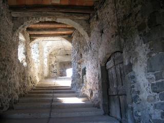Casa dei Rossi in borgo medievale