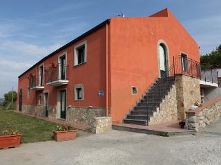 Villa Vittoria, Falcone