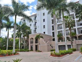 Spacious and beautiful 2 bedroom condo in Miromar Lakes. 90 day minimum., Cape Coral