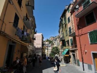 l'antico borgo tipica dimora delle 5 terre