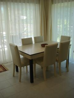Orka Gold 7 dining area