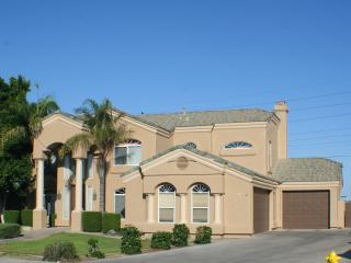 Large Luxury Family Home w/ Pool & View, Mesa