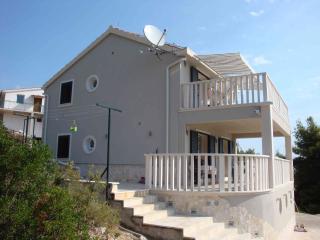 Luxury villa w/ breathtaking sea & mountain views