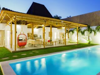 Heavenly Joglo 4 Bed Villa near Eatstreet, Seminyak