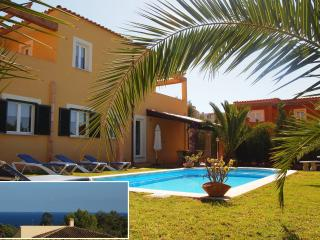 SPACIOUS VILLA. SEAVIEWS, POOL,CLIMATE,WIFI,BBQ(A)