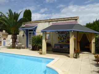 Pool Studio; sleeps2, poolside, heart of Provence