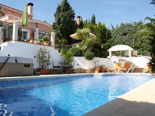 Luxury villa, Gata de Gorgos, Private pool, jacuzzi, air con, wifi, sleeps 6.