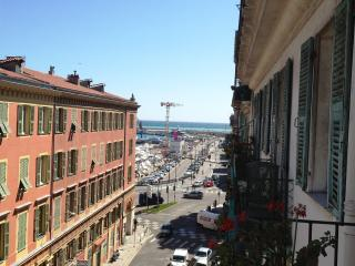 Cozy apartment with balcony and sea view in Nice, Nizza