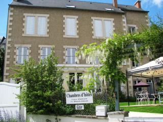 A Spacious,  Light  Apartment Montmorillon 2km