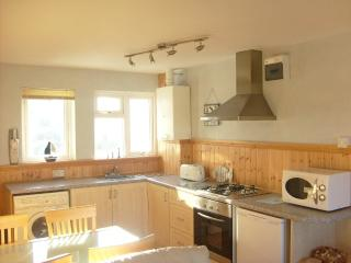 PORTH  APARTMENT -- GREAT VALUE PRICES, NR BEACH, Newquay