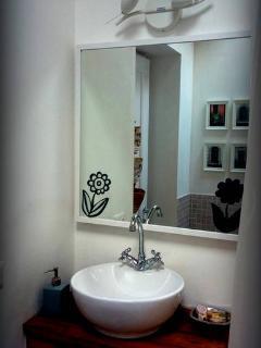 The Wisteria room bathroom