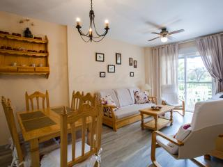 Lovely 2 Bedroom Apartment just minutes from beach