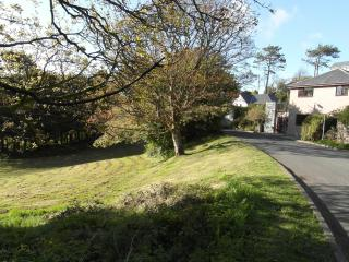 Ty Mefus, detached warm modern house, in quiet Harlech area close to ZIPWORLD!