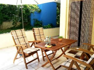 Garden Spacious Two Bedroom in Halkidiki Kallithea