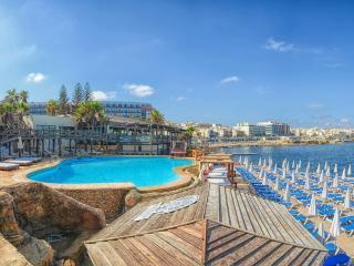 Apartment and Beach Club, Qawra