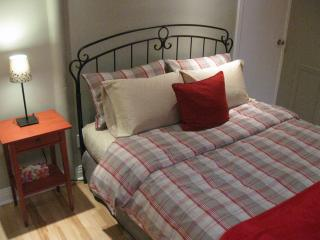 Chambre Rouge / Red Bedroom