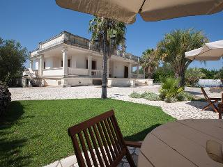 Villa dei Salici, Monteroni di Lecce