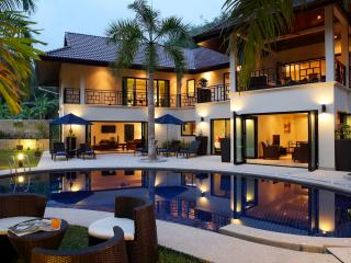 VILLA MARIA: Luxury 5 bedroom, Private Pool Villa, Near Beach, Sleeps 14 Guests