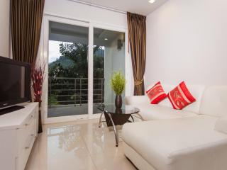 Intimate Apartment 700m to Beach!, Patong