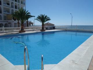 Beachside Apartment with Pool and Air Conditioned.