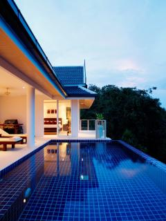 Private pool with integral Jacuzzi invites and infinity edge