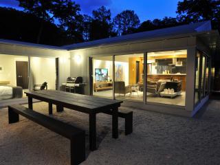 Wow! Glass walled design bungalow, Austin