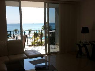 1BR/2BA OCEANFRONT apartment!, Hallandale Beach