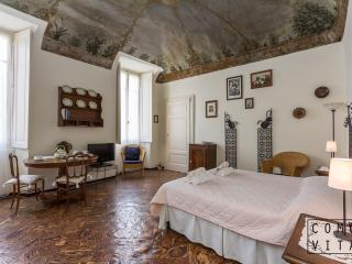 Luxury Lake View Apartment in Historic Palazzo, Tremezzo