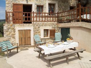 Casa de piedra estilo mallorquín (Olivera 2)