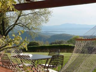 Apartment with fantastic view over Lake Trasimeno, Castel Rigone