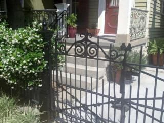 Garden District Charmer-- Large yard & porch for people watching dogs ok