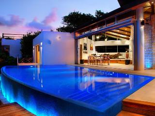 Luxury villa full staff steps from the beach, Playa del Carmen
