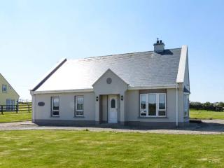 SEASCAPE COTTAGE, sea views, Sky TV, solid fuel stove, en-suite, large gardens,