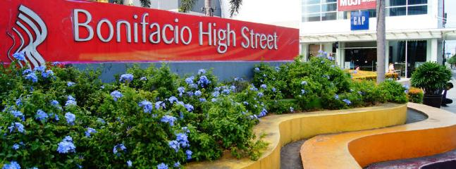 A few blocks away Bonifacio Highstreet