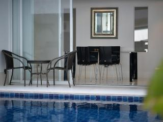 Living room and direct access to the swimming-pool