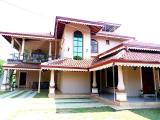 Fire Dragon Guest House, Negombo