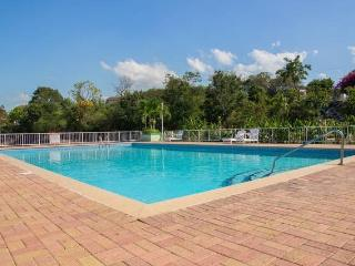 Garden 2 Bed Apt shared Pool, Degicel TEL:4566516
