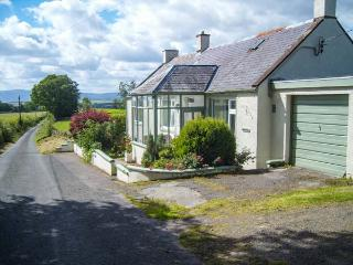 WEST WINDS, pet-friendly, country holiday cottage, with a garden in