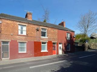 WARMBROOK COTTAGE, pet-friendly, romantic cottage, WiFi, close to amenities, in Wirksworth, Ref. 924144