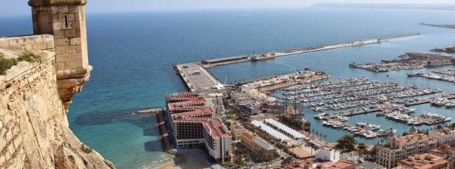 tenemos el puerto y las playas a cinco min andando