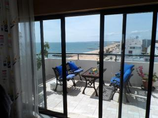 Amazing 2 bedroom beach front apartment, Quarteira