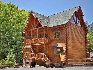6 Bedroom Cabin, Theater Room, Game Room, Hot Tub, Sleeps 22, Dogs OK, Grill