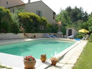 Villa provençale dans le calme d'une grande pinède, Trets