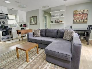 Little Josephine- 2BR/1BA Retro Modern -Zilker- Heart of Central Austin