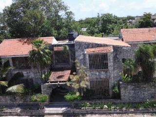 Casa de Piedra - 2 Private Rooms, 1 bath W/ Air-conditioning