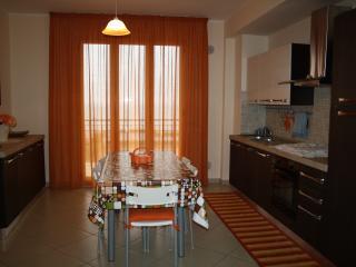 Nuovissimo appartamento sul lungomare di S. Agata.