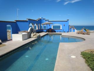 Casa Ventanas Del Mar, Beachfront with Lap pool.