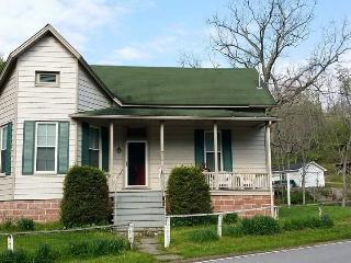 The Hummingbird Vacation Rental House, Hillsboro