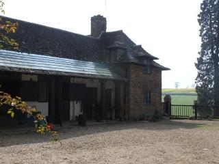 Stable Cottage, Charming Self-catering Cottage, Farthingstone