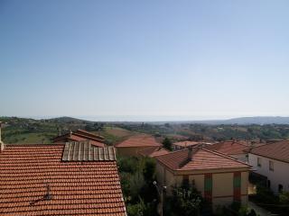 Palazzina con appartamenti vista mare e montagna, Mosciano Sant'Angelo